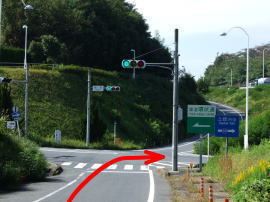 ④交差点「神明」手前(左折するとアウトレット方面へ)