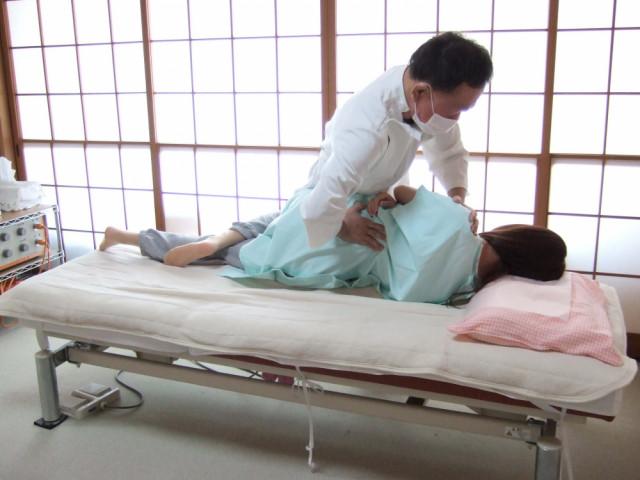 側臥位での仙腸関節の調整
